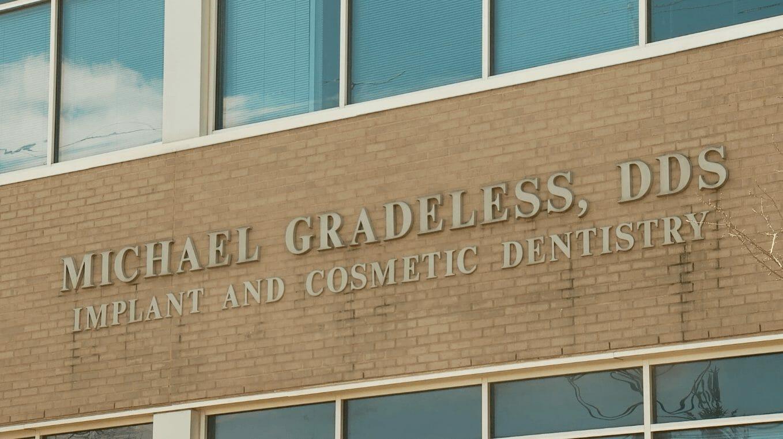 Gradeless Dental Sign
